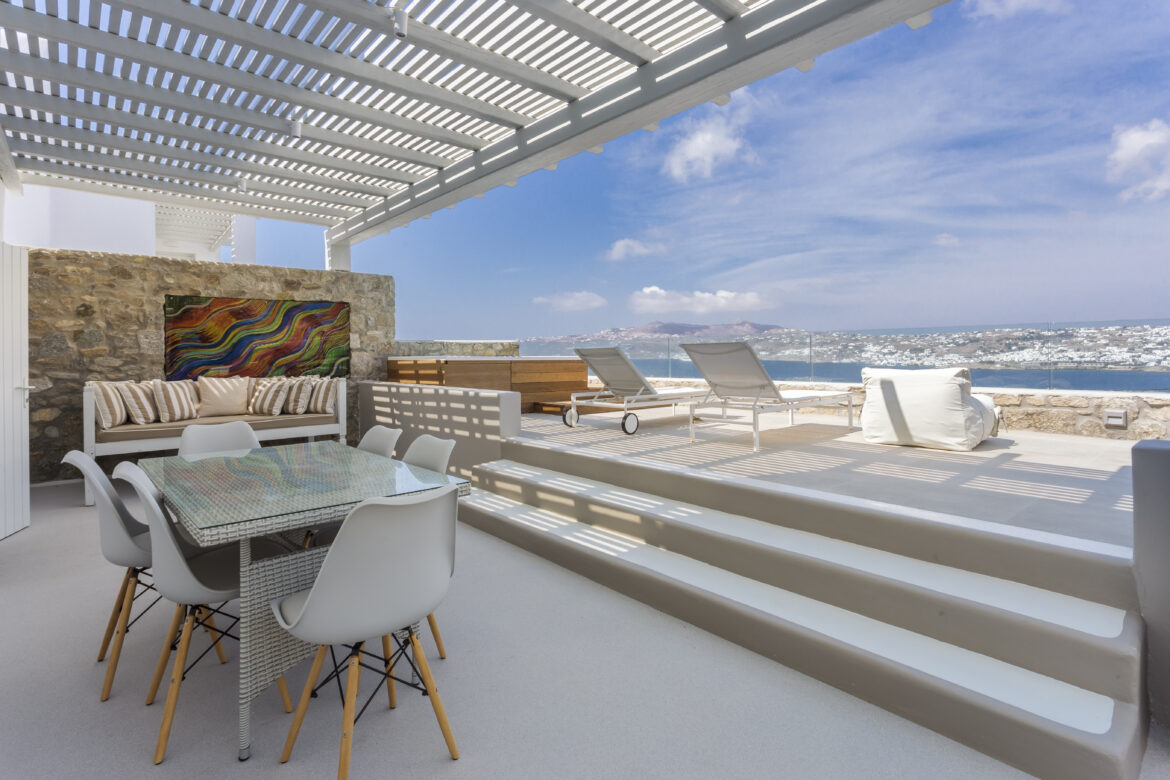 Luxury Maisonette with Jetted Tub & Sea View (2A)