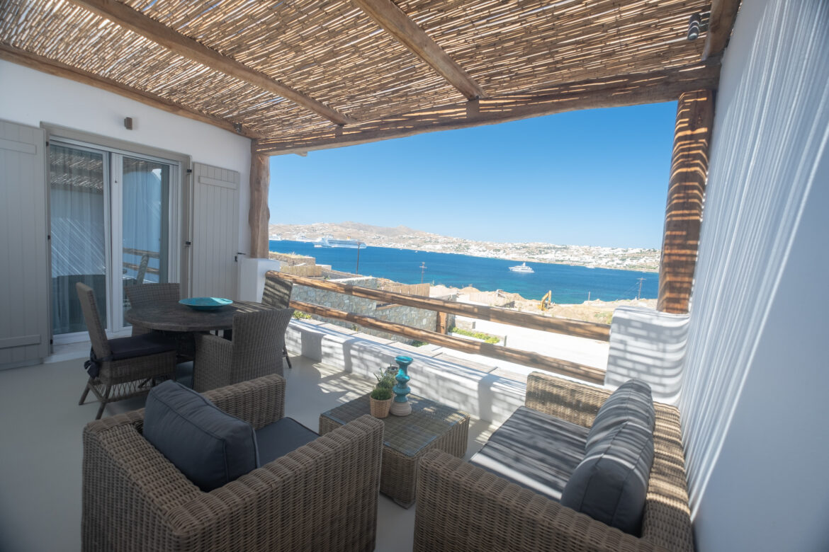 Luxury One-Bedroom Apartment with Sea View (2A)