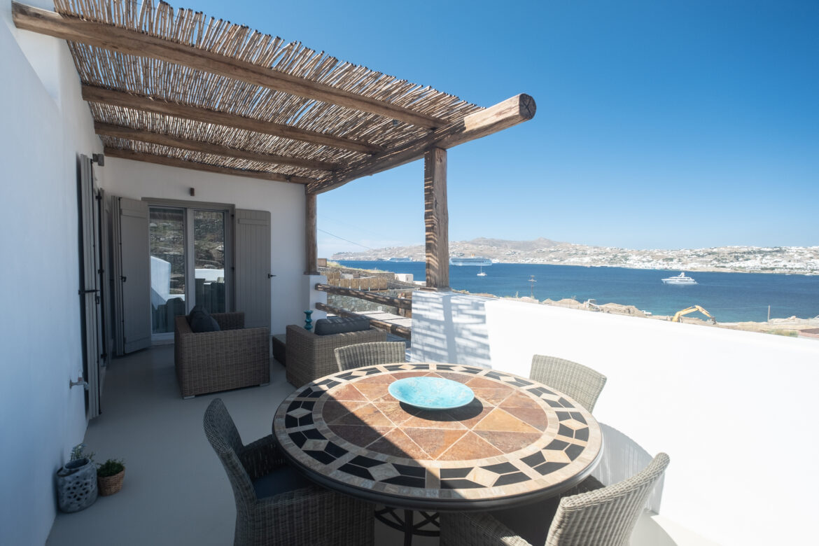 Luxury One-Bedroom Apartment with Sea View (1A)